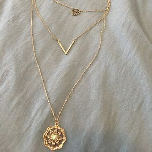 3 layered necklace from Hollister one clasp